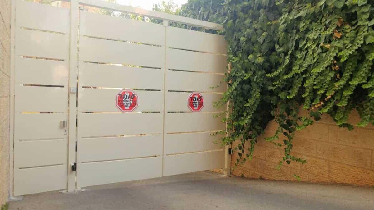 שער חנייה לבית